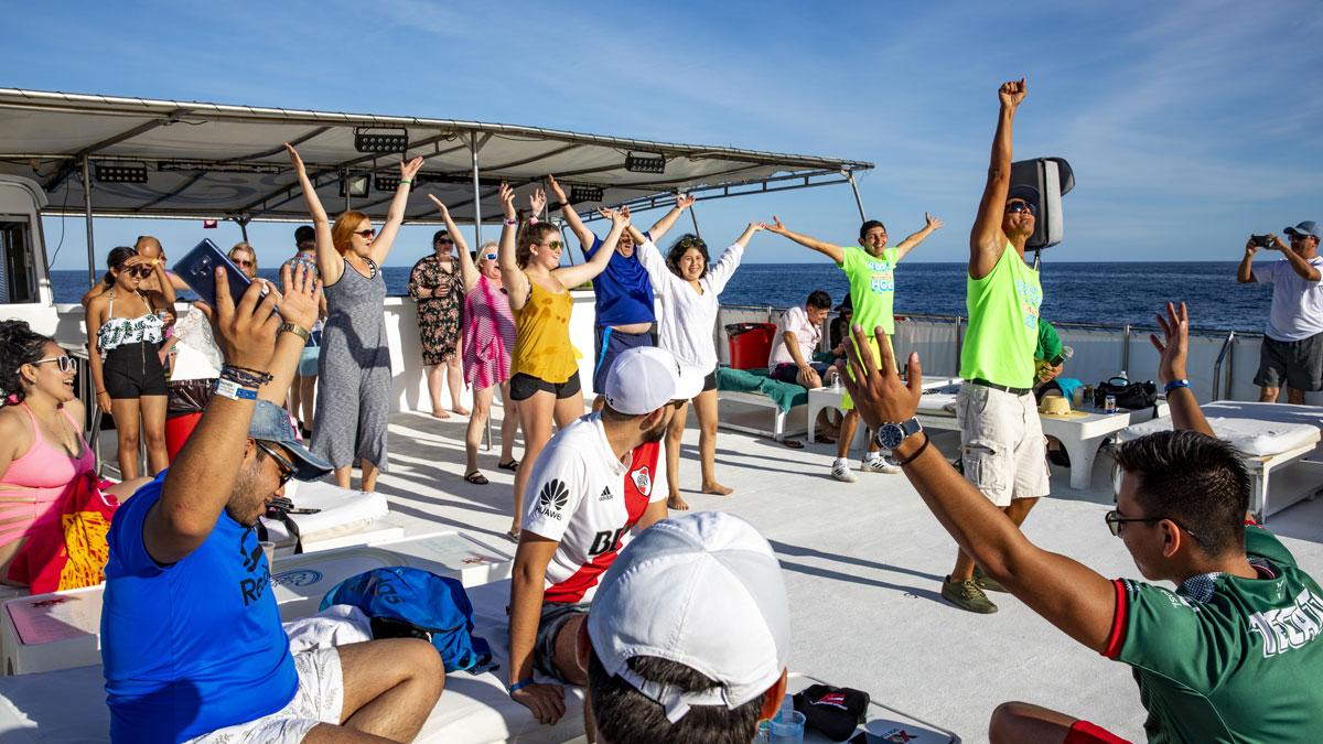 Esperanzas Tours Fanstastic Land Sea Day Dancing Time