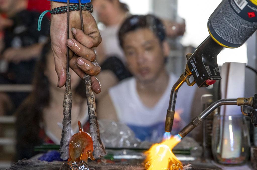 Esperanzas Tours Fanstastic Land Sea Day Glass Blown Factory